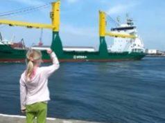 ship-honks-at-girl