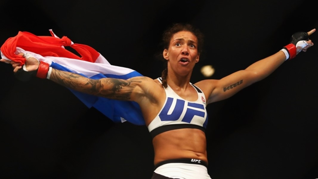 Germaine de Randamie Knocks Out Man (1)